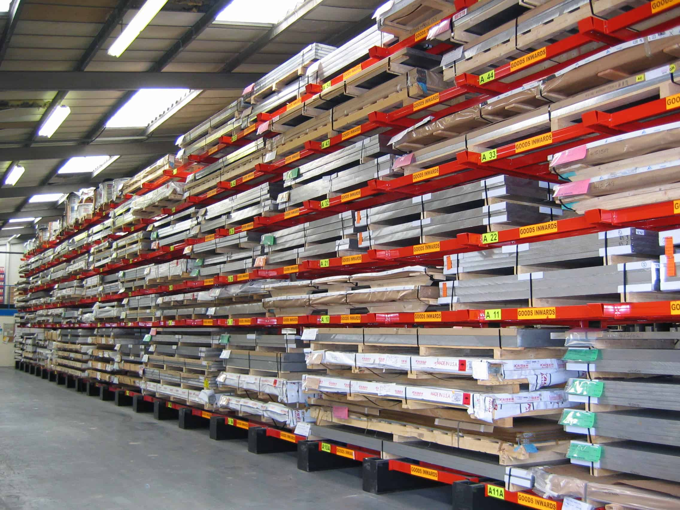 Cantilever Racking with Lateral Rail supports for Metal Sheet Materials