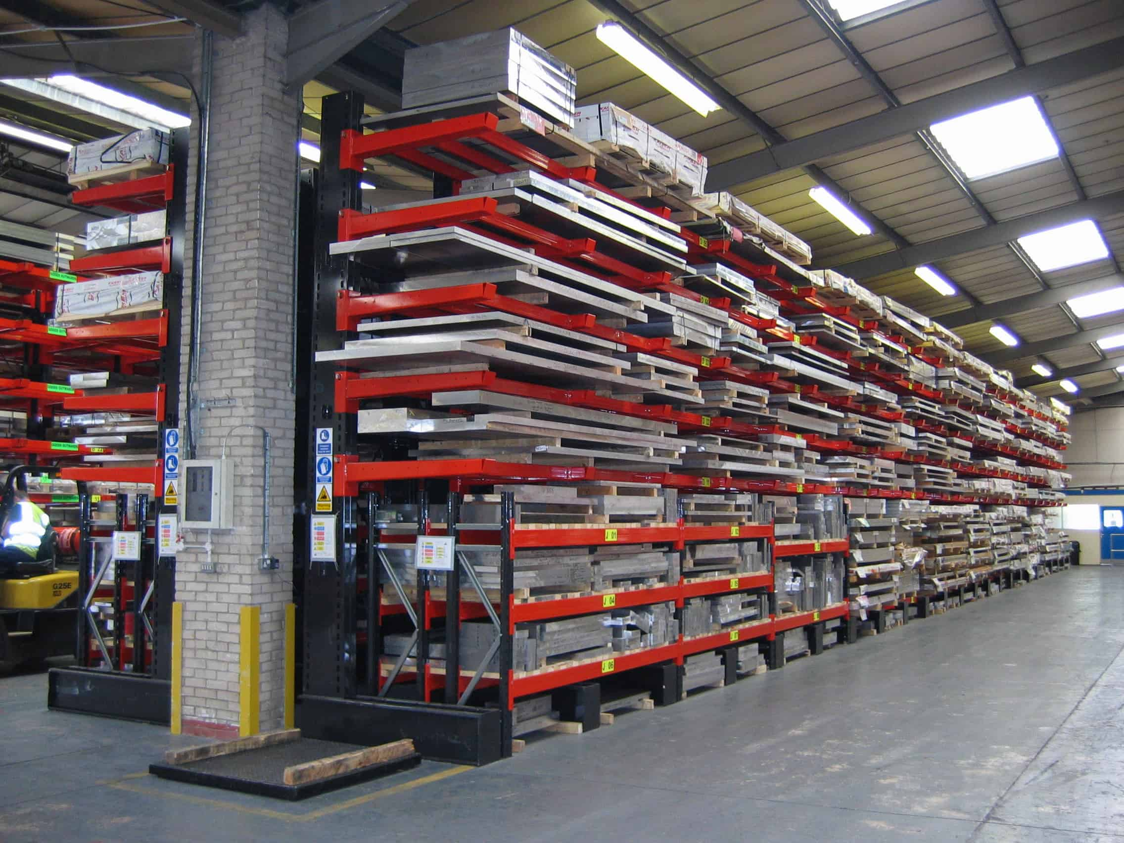 Lateral Beam Cantilever Racks