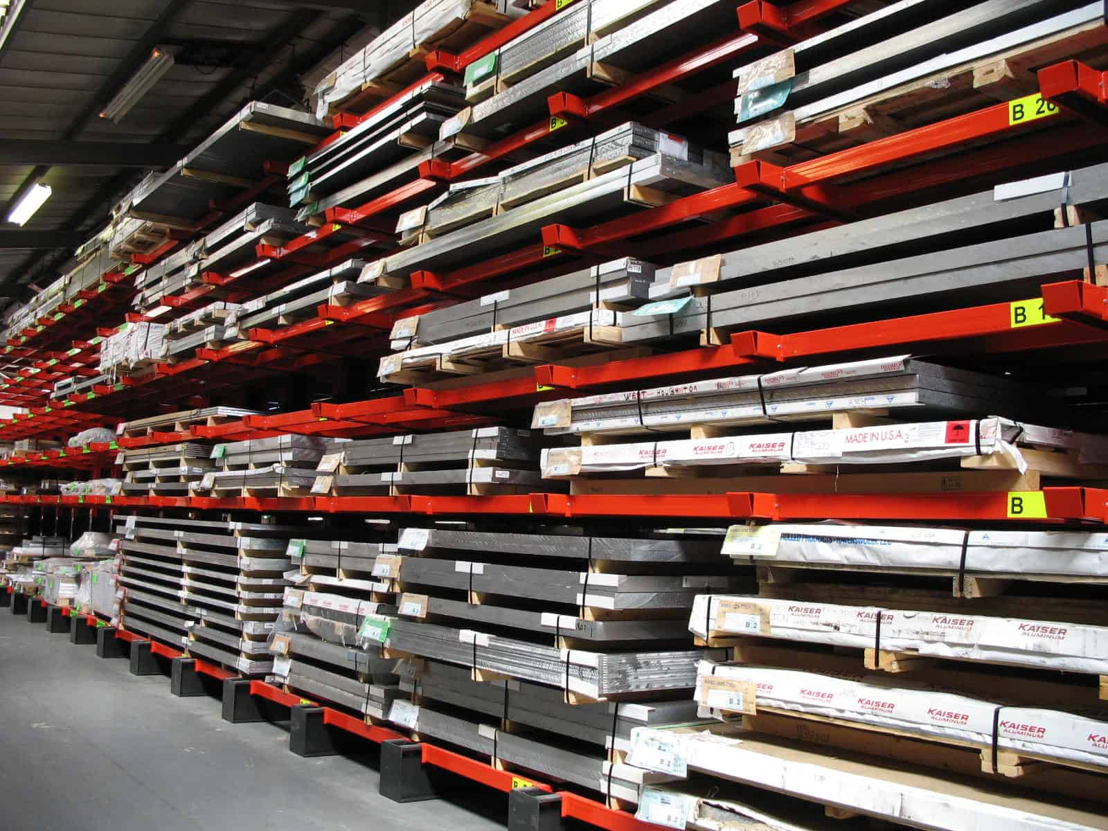 Cantilever Racking with additional Rail Supports for Heavy Duty Steel Sheet Materials storage