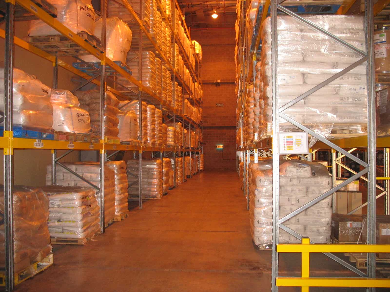 Narrow Aisle Pallet Racking Image